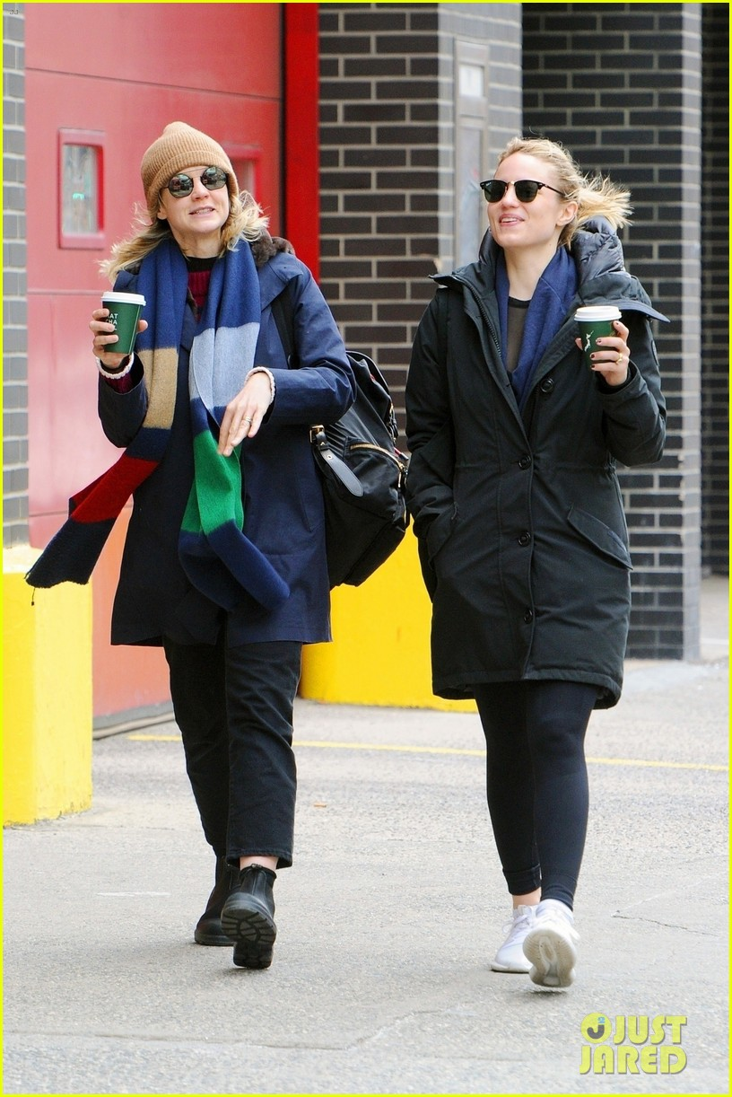 carey mulligan dianna agron hang out nyc 01