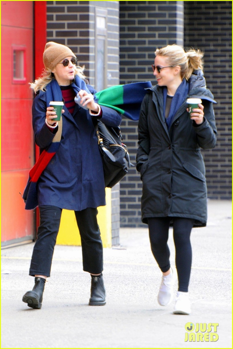 carey mulligan dianna agron hang out nyc 02