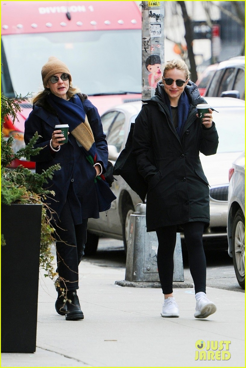 carey mulligan dianna agron hang out nyc 03