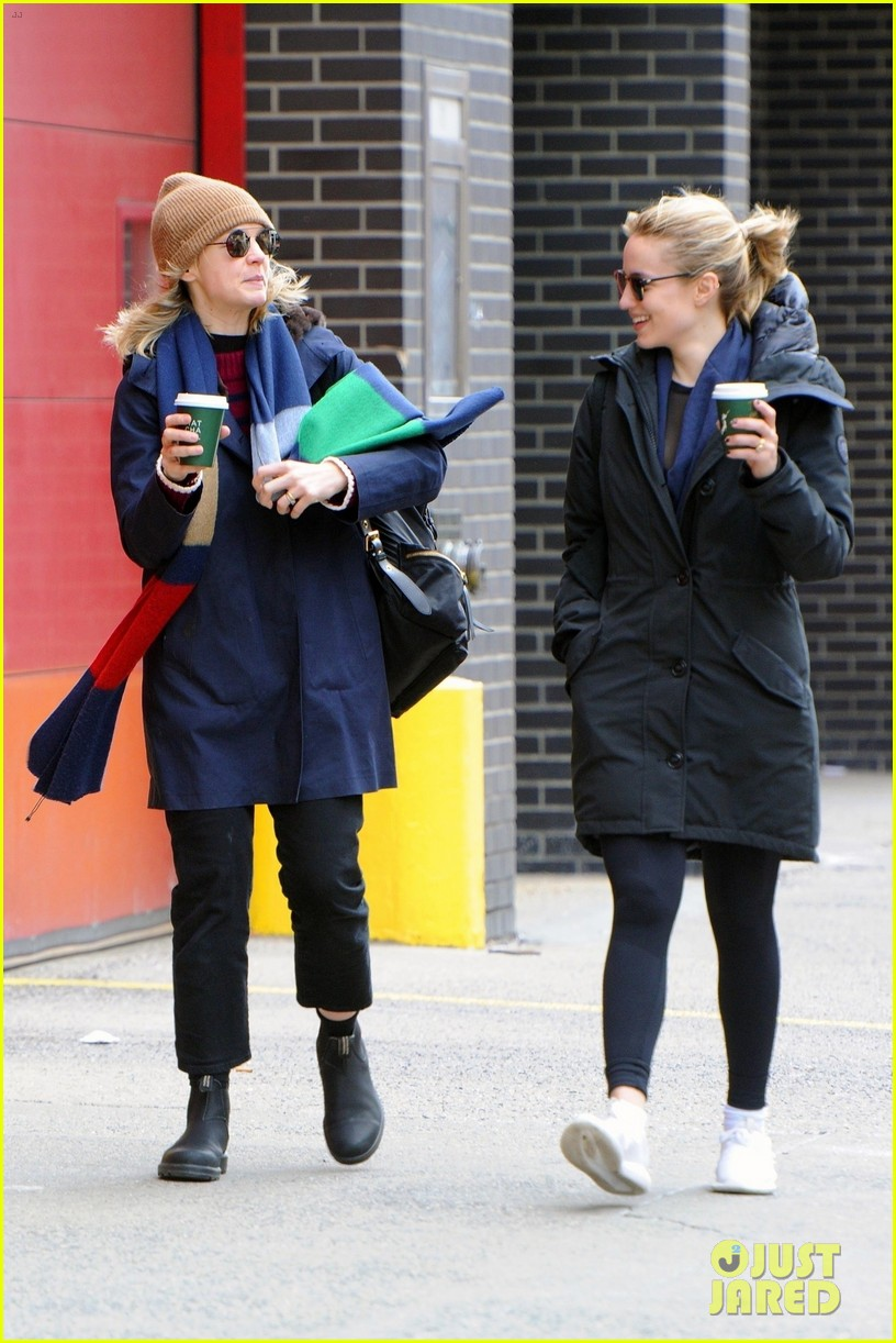 carey mulligan dianna agron hang out nyc 04