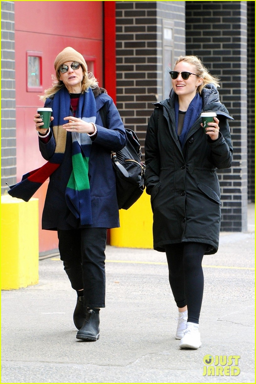 carey mulligan dianna agron hang out nyc 05
