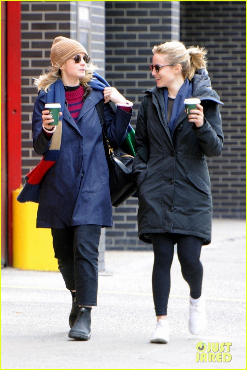 carey mulligan dianna agron hang out nyc 06