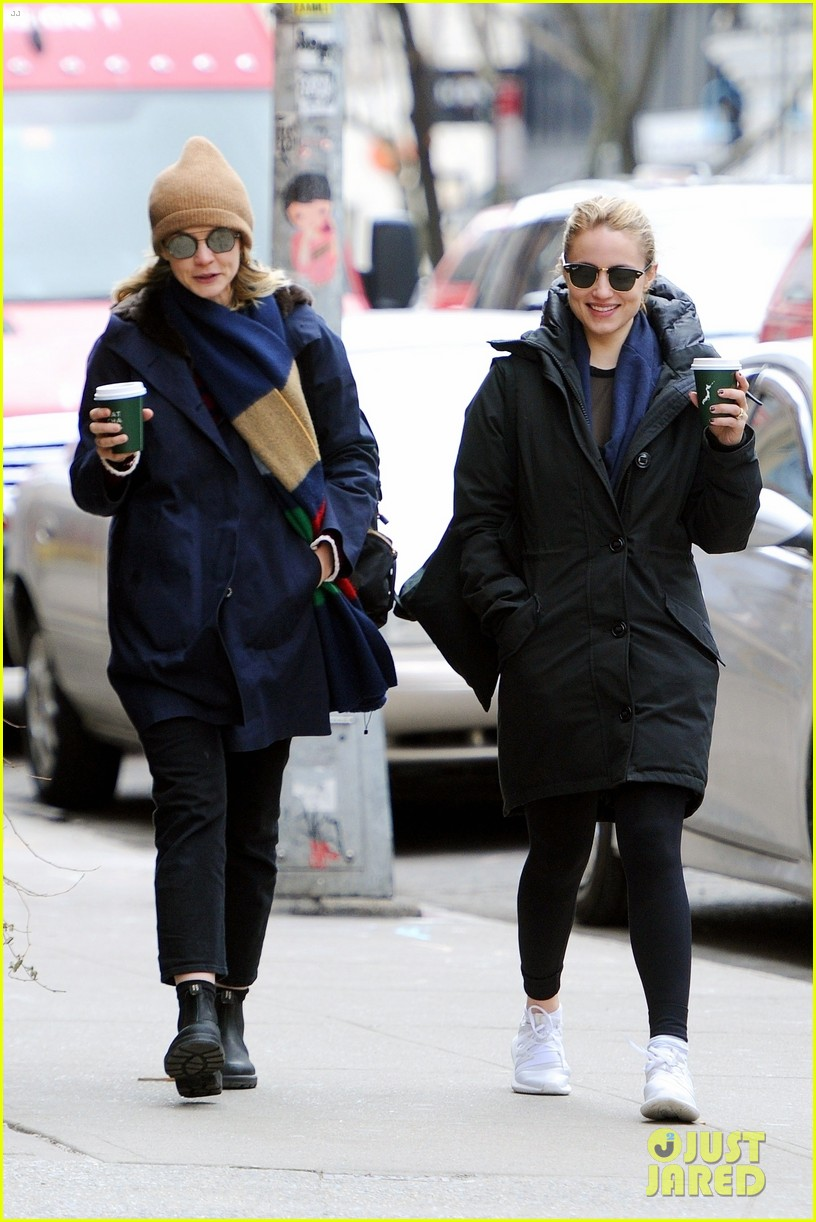 carey mulligan dianna agron hang out nyc 07