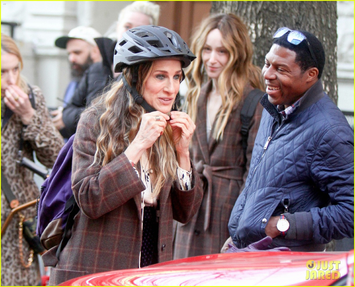 sarah jessica parker makes five outfit changes on last day of divorce filming 03