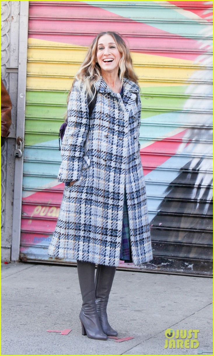 sarah jessica parker makes five outfit changes on last day of divorce filming 04