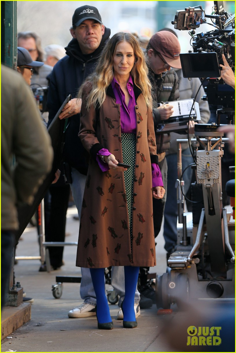 sarah jessica parker makes five outfit changes on last day of divorce filming 05