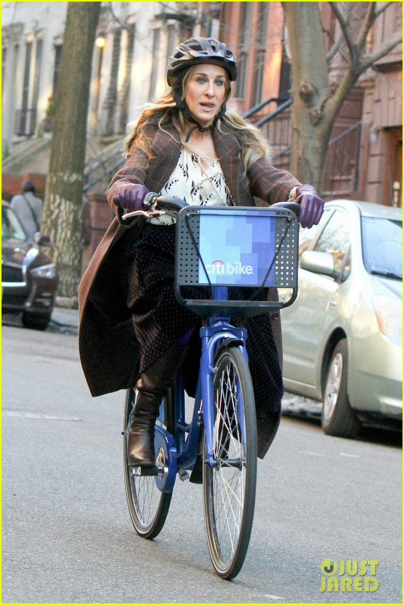 sarah jessica parker makes five outfit changes on last day of divorce filming 07