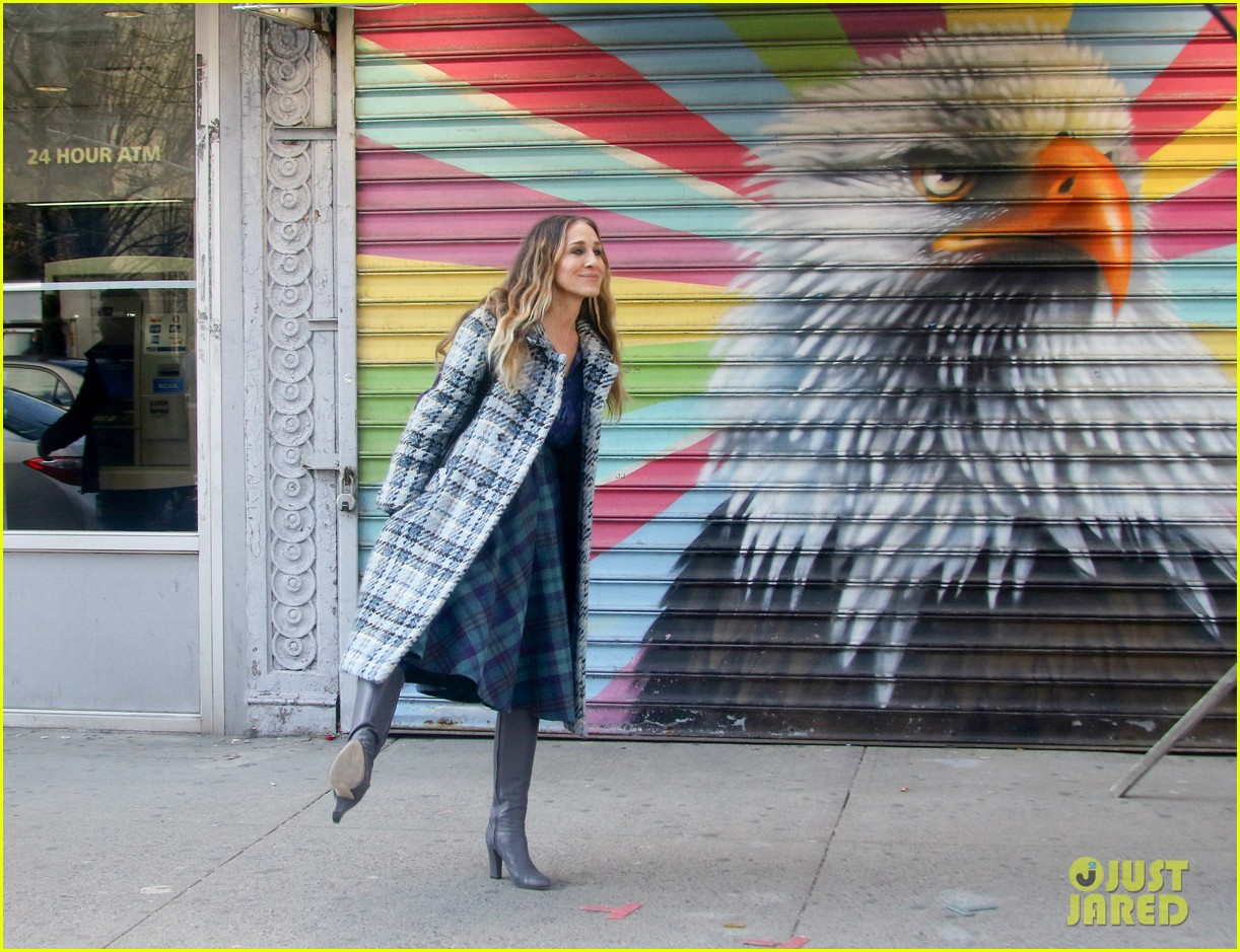 sarah jessica parker makes five outfit changes on last day of divorce filming 08