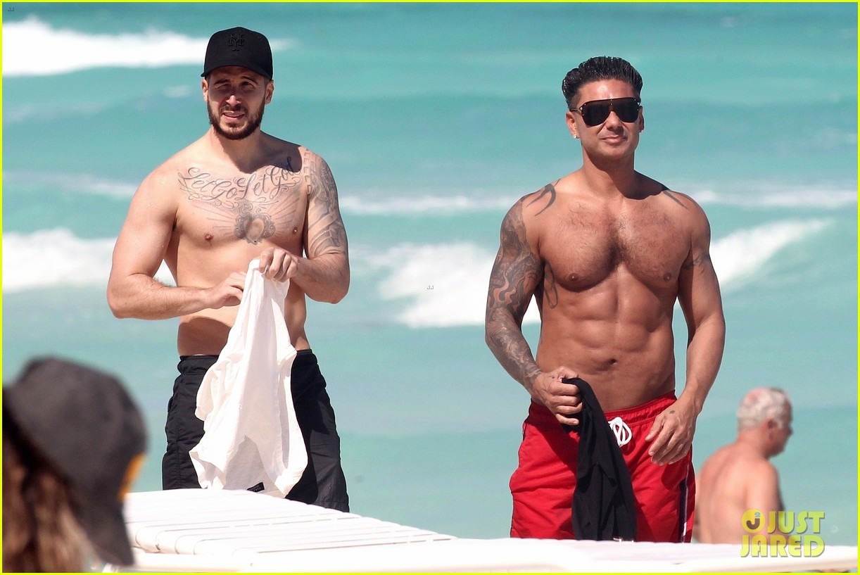 jersey shore pauly d vinny go shirtless in cancun 094260670