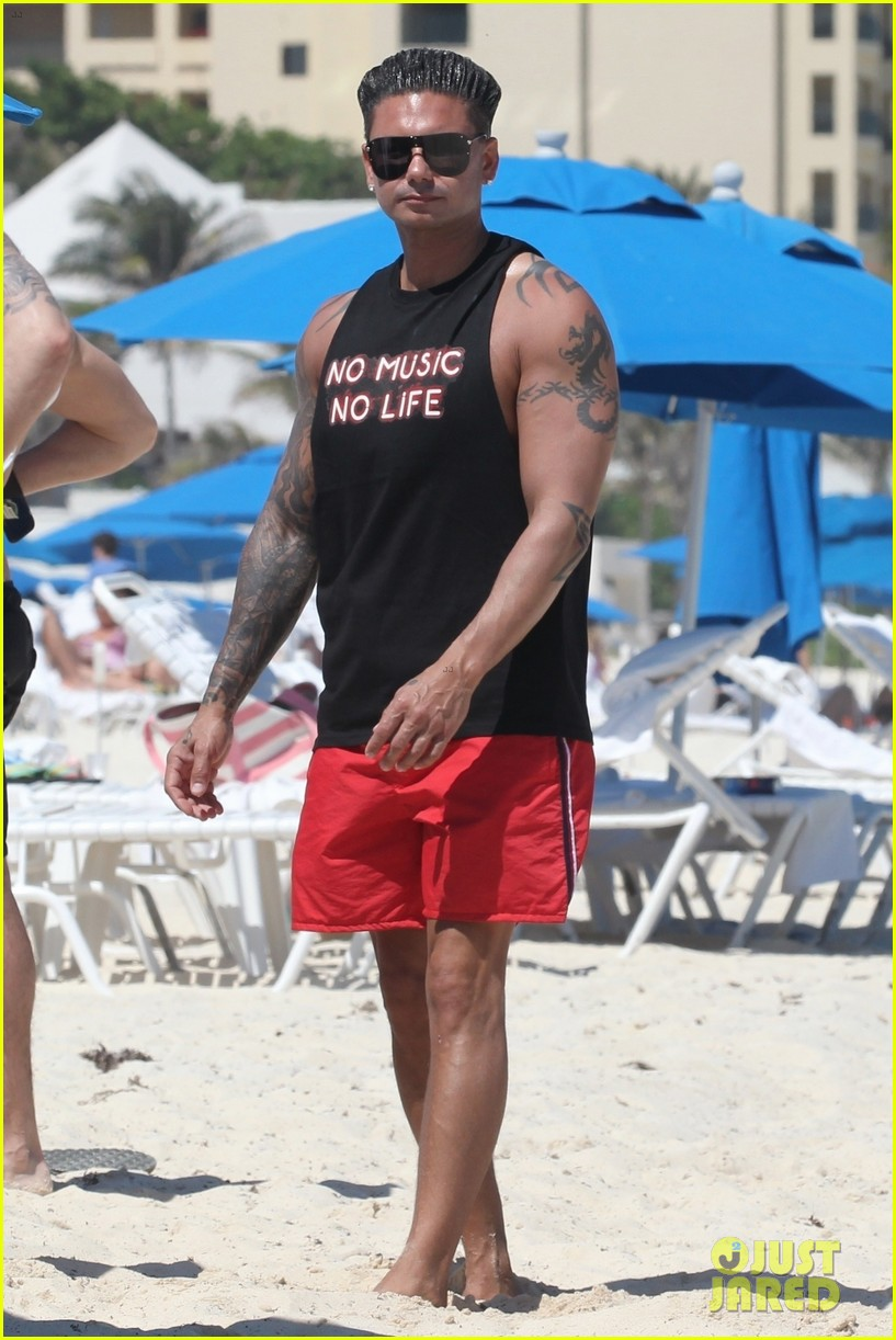 jersey shore pauly d vinny go shirtless in cancun 134260674