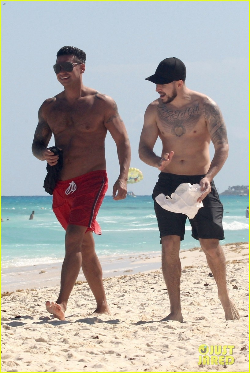 jersey shore pauly d vinny go shirtless in cancun 234260684