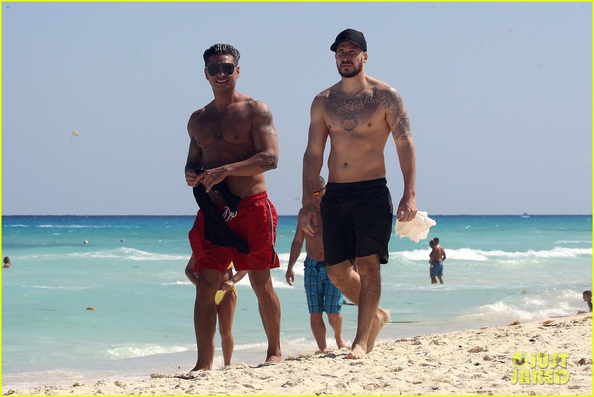 jersey shore pauly d vinny go shirtless in cancun 254260686