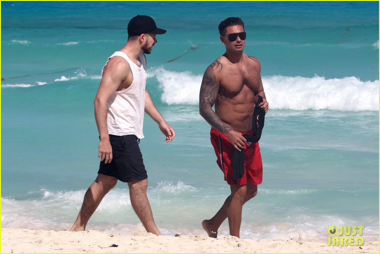 jersey shore pauly d vinny go shirtless in cancun 294260690