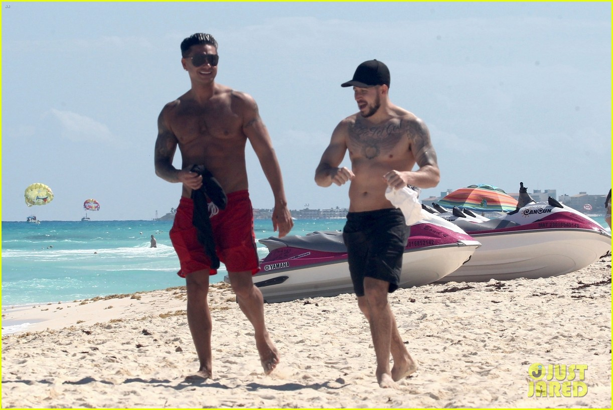 jersey shore pauly d vinny go shirtless in cancun 464260707