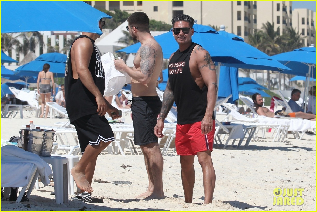 jersey shore pauly d vinny go shirtless in cancun 484260709