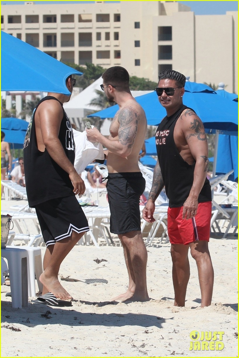 jersey shore pauly d vinny go shirtless in cancun 494260710
