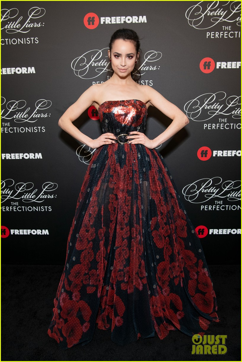 cast of pll the perfectionists stun at los angeles premiere 014257880