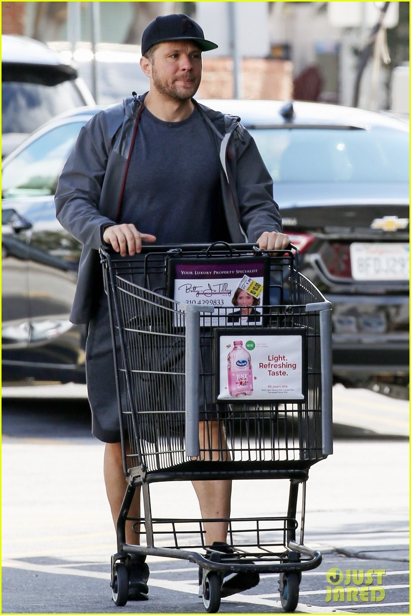 ryan phillippe gets some shopping done in la 03