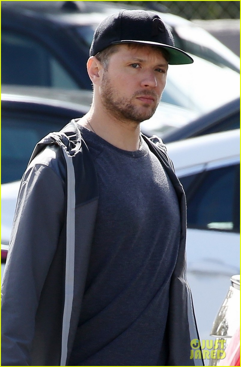 ryan phillippe gets some shopping done in la 04