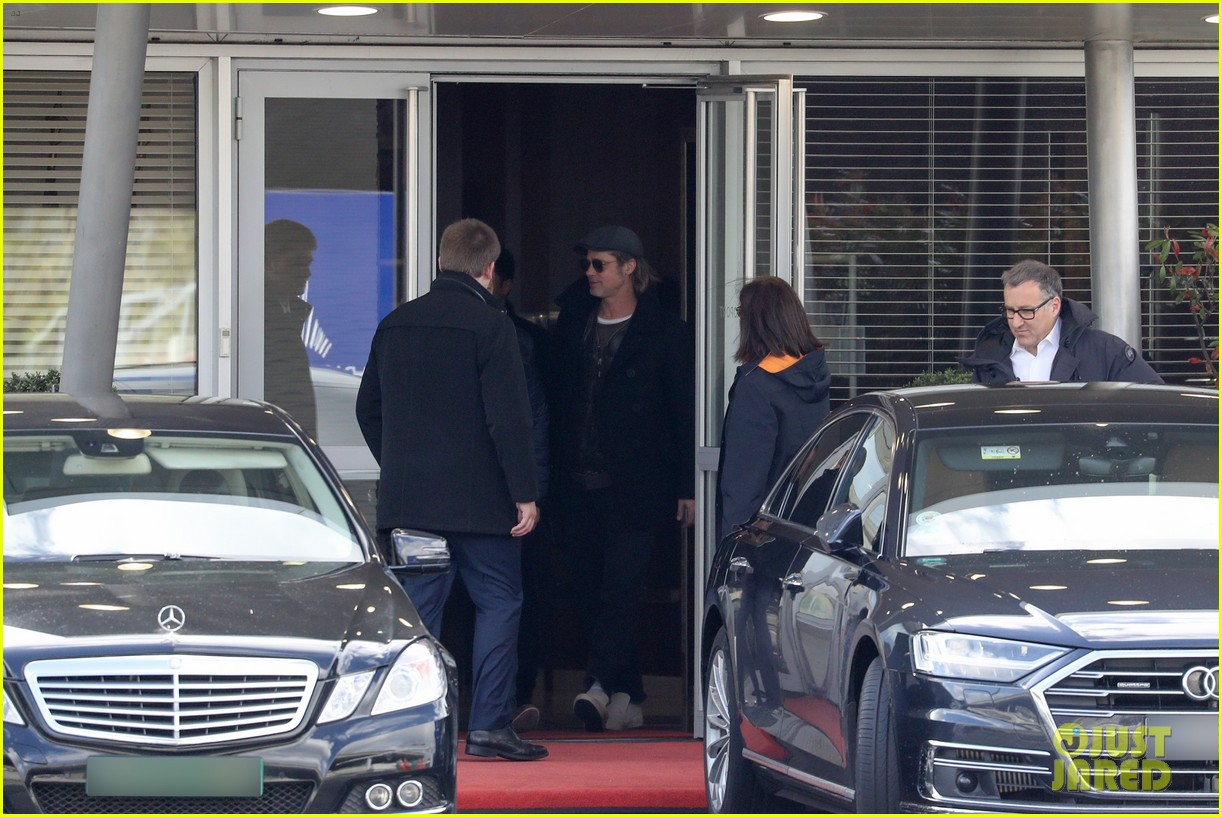 brad pitt arrives in paris france 074254799