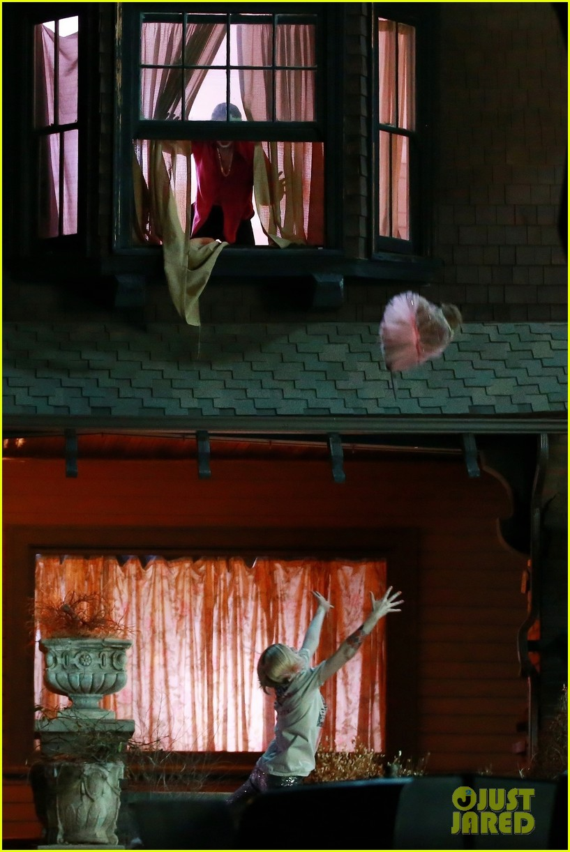 Margot Robbie Films Harley Quinn & Joker Breakup Scene for ...
