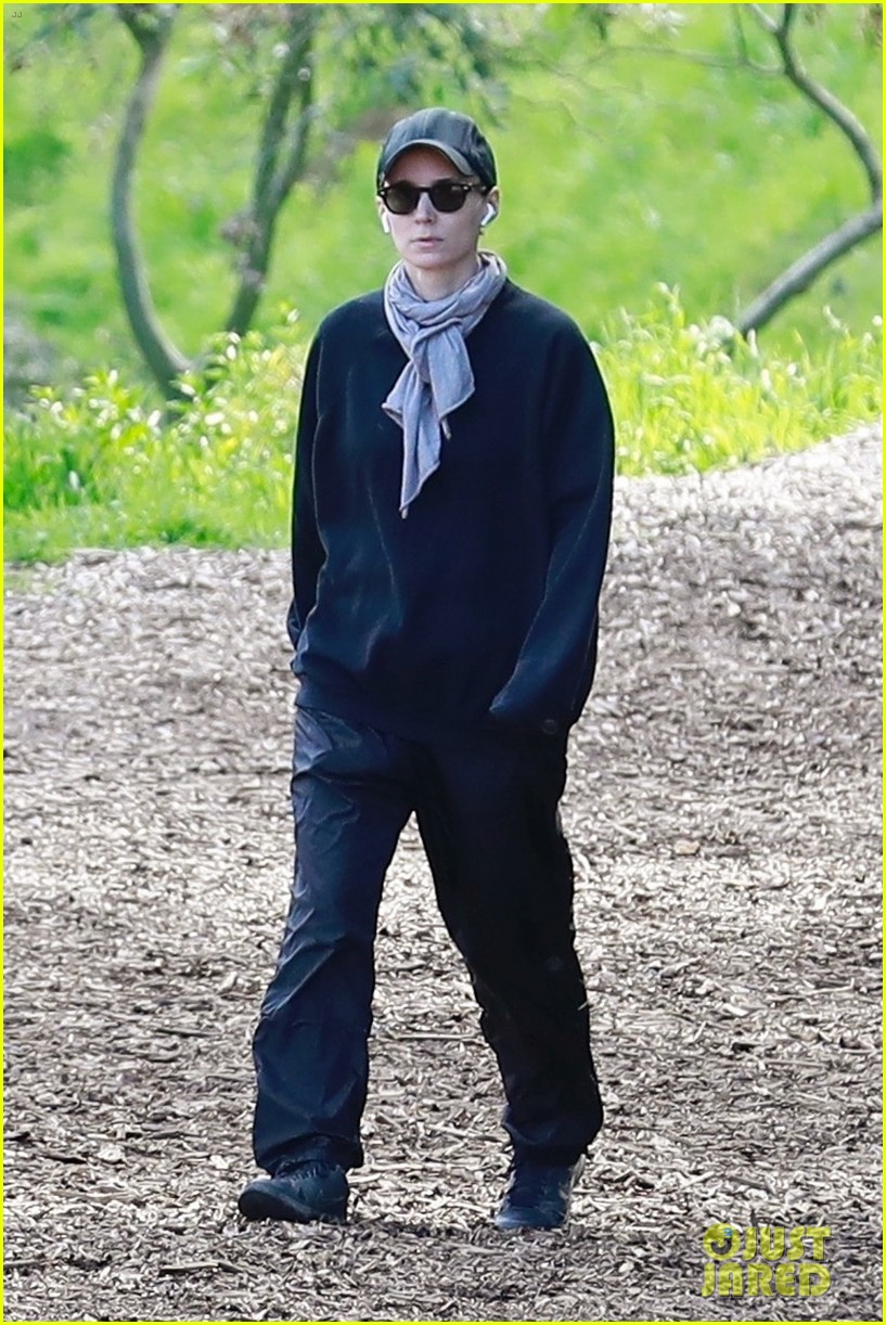 rooney mara hike march 2019 01