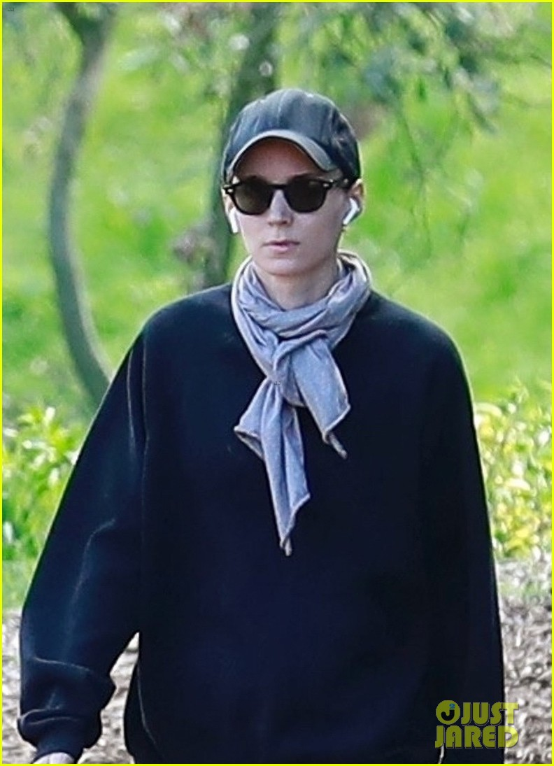 rooney mara hike march 2019 0102