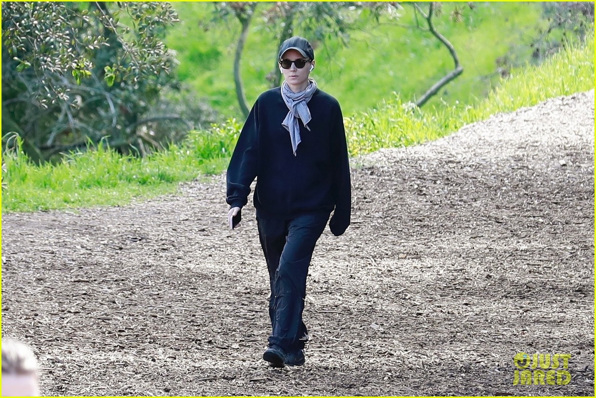 rooney mara hike march 2019 03