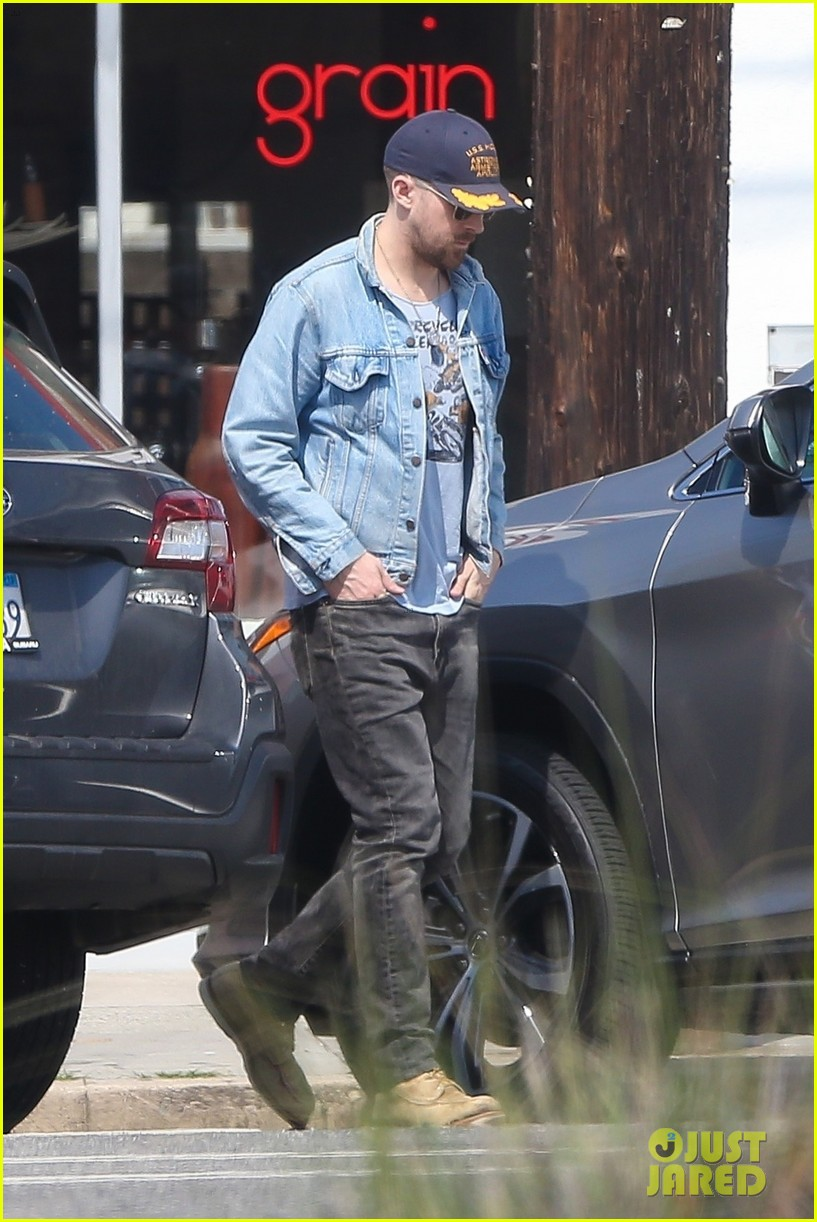 ryan gosling out about los angeles 024261149