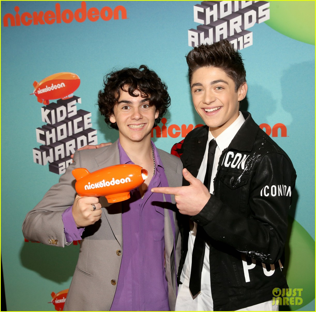 asher angel and jack dylan grazer bring shazam to kcas 2019 01