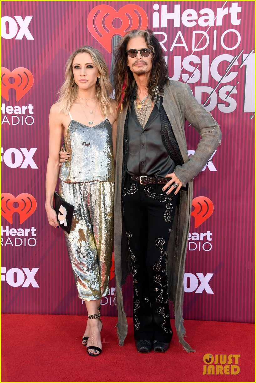 steven tyler presents song of the year iheartradio music awards 014257175