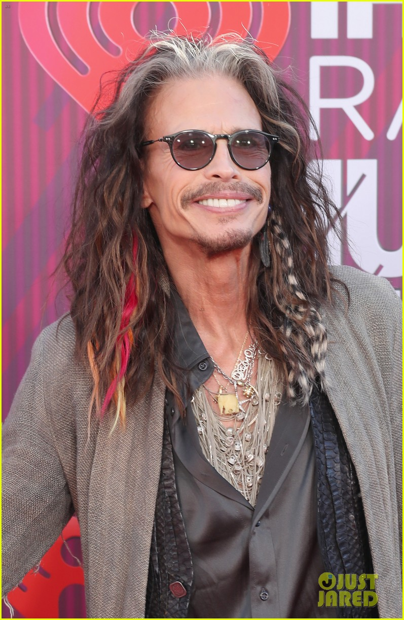 steven tyler presents song of the year iheartradio music awards 044257178