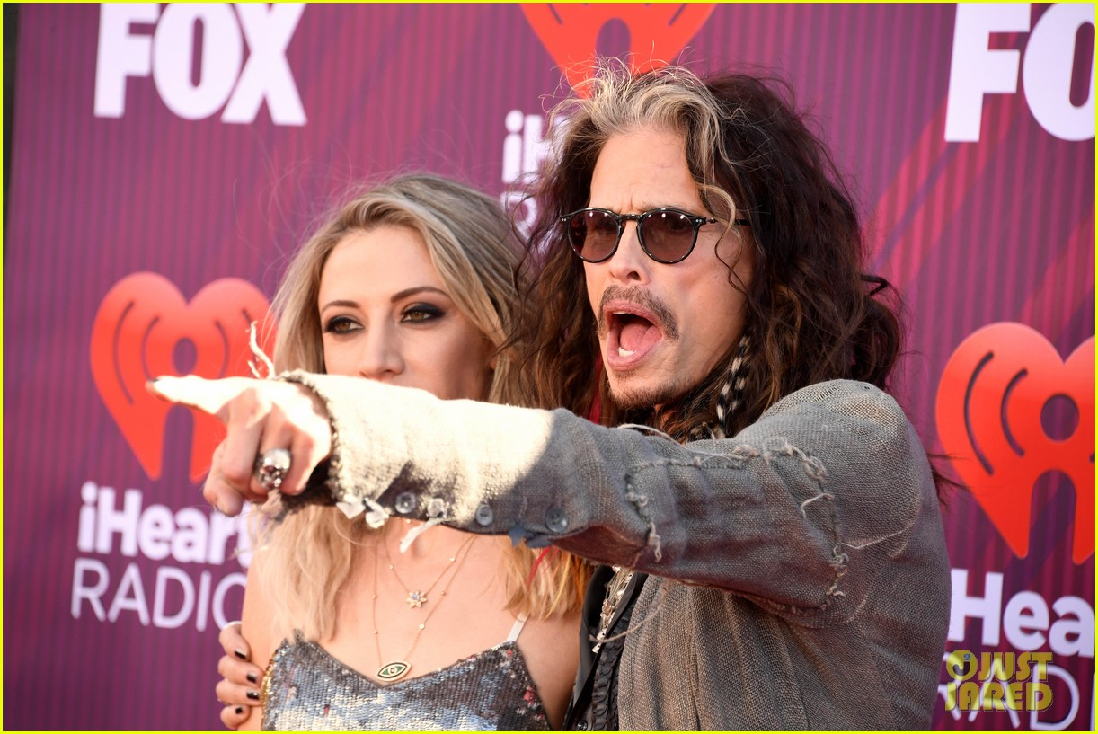 steven tyler presents song of the year iheartradio music awards 10
