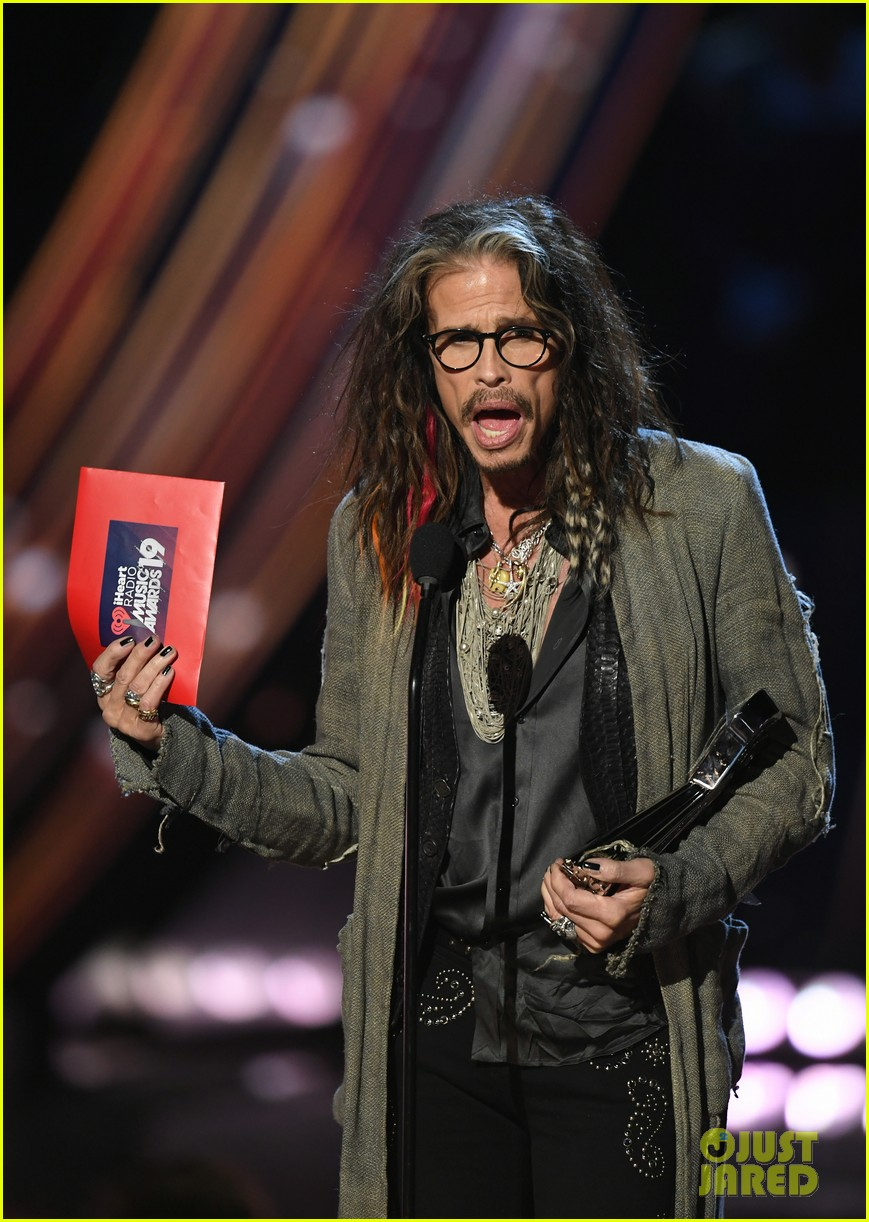 steven tyler presents song of the year iheartradio music awards 12