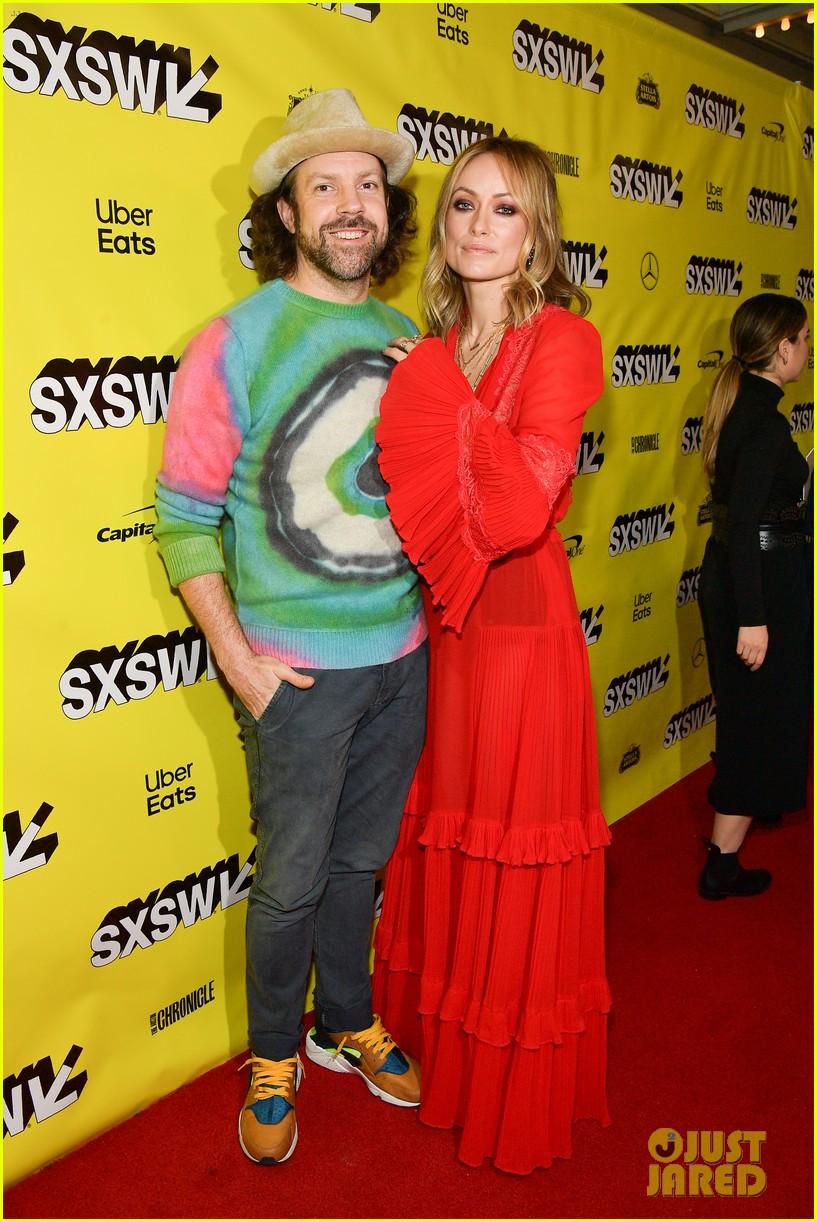 olivia wilde jason sudeikis couple up at booksmart premiere sxsw 17