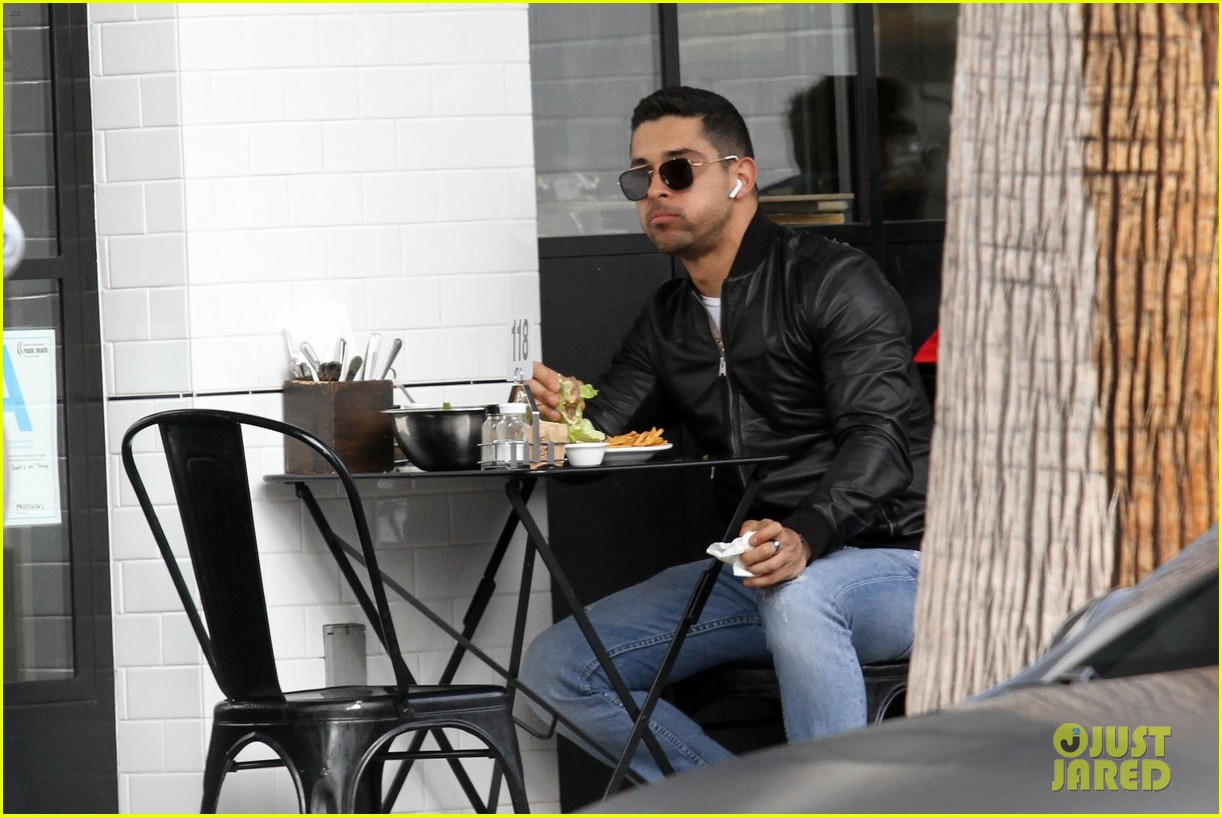 wilmer valderrama stops by joans on third for lunch 014250620