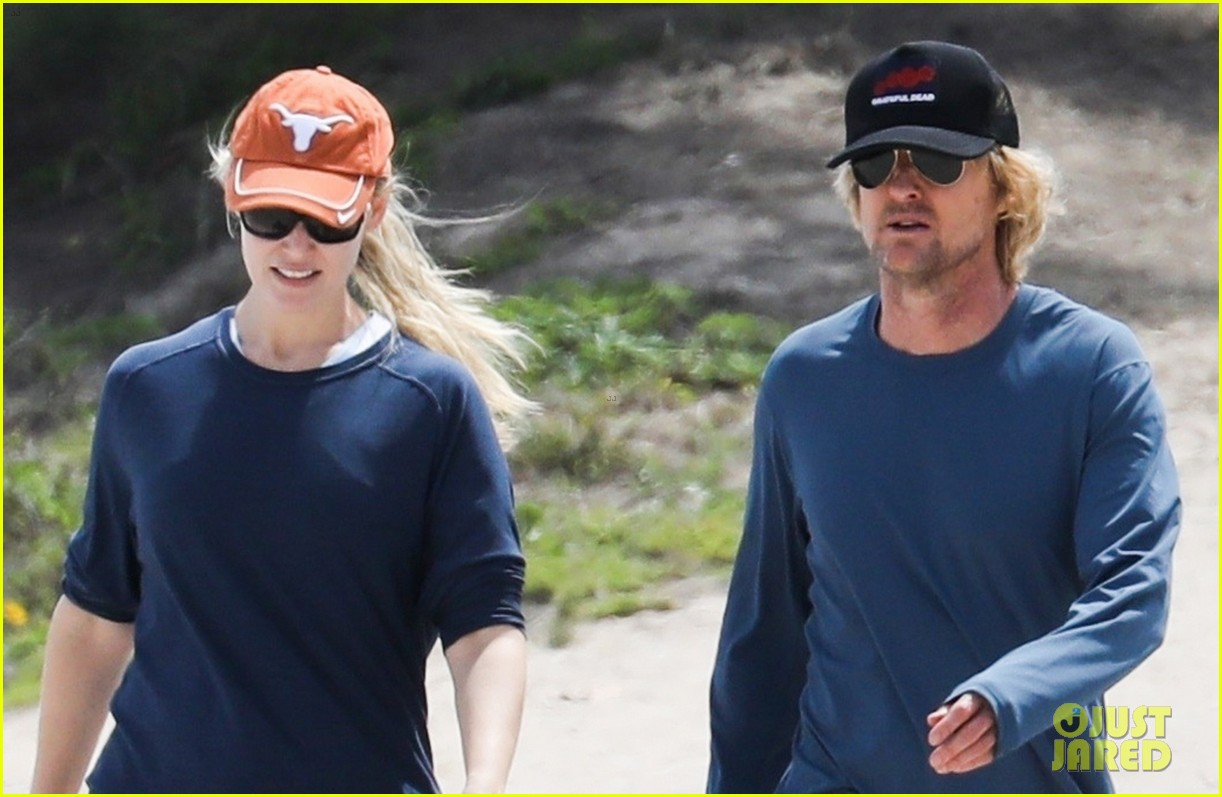 owen wilson and personal trainer caroline lindqvist work out on the beach 044262902