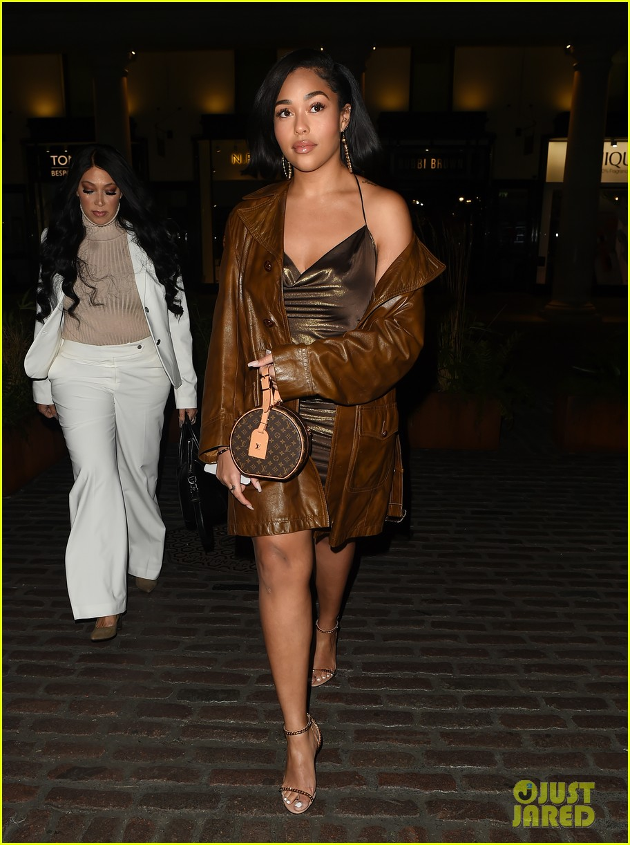 jordyn woods glows in gold while out for dinner in london 024262817