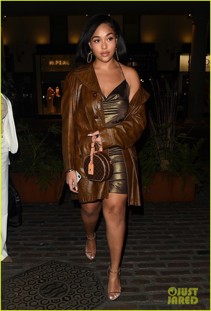 jordyn woods glows in gold while out for dinner in london 054262820