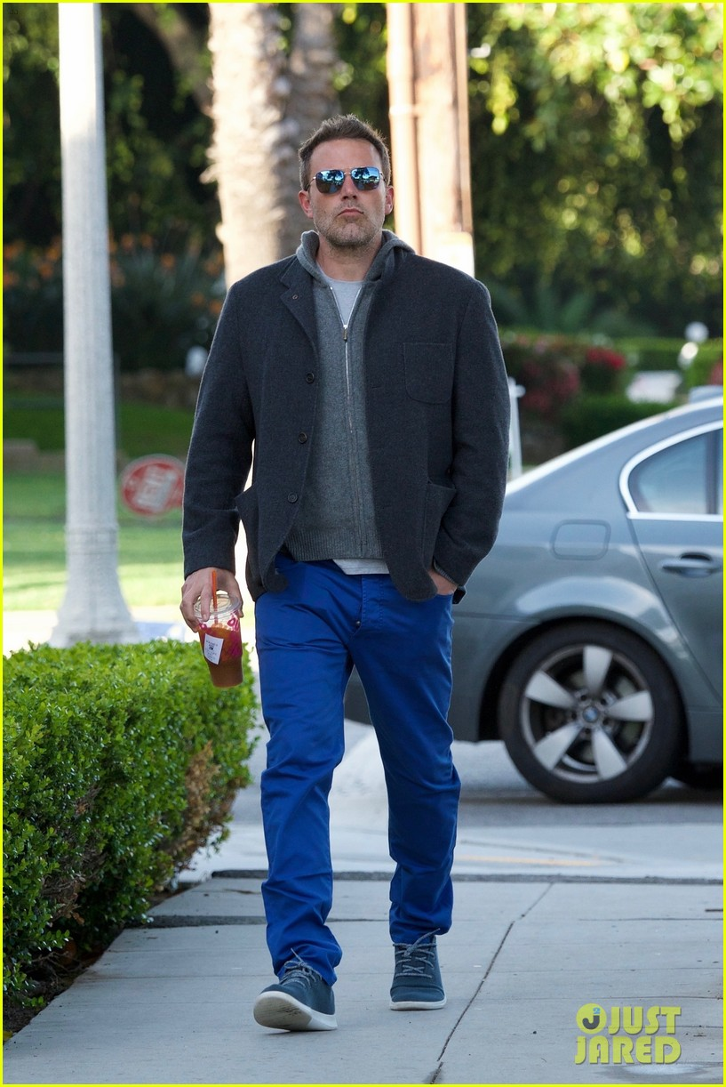 ben affleck grabs his morning coffee from dunkin donuts 03
