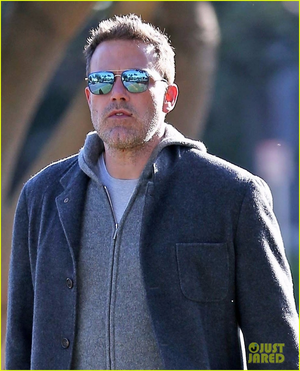 ben affleck grabs his morning coffee from dunkin donuts 04