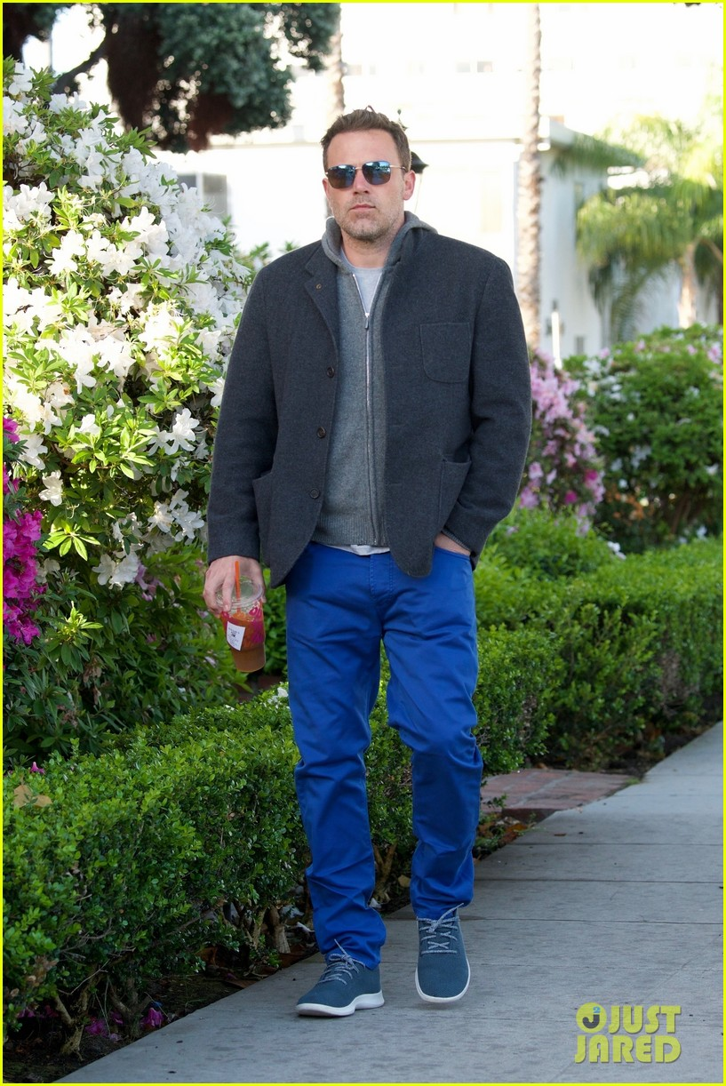 ben affleck grabs his morning coffee from dunkin donuts 05