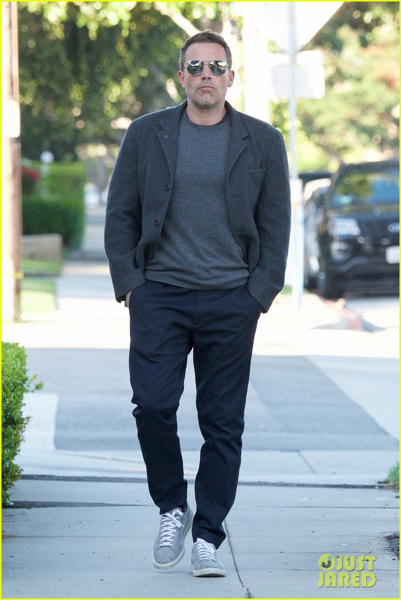 ben affleck hits up a spa in beverly hills 01