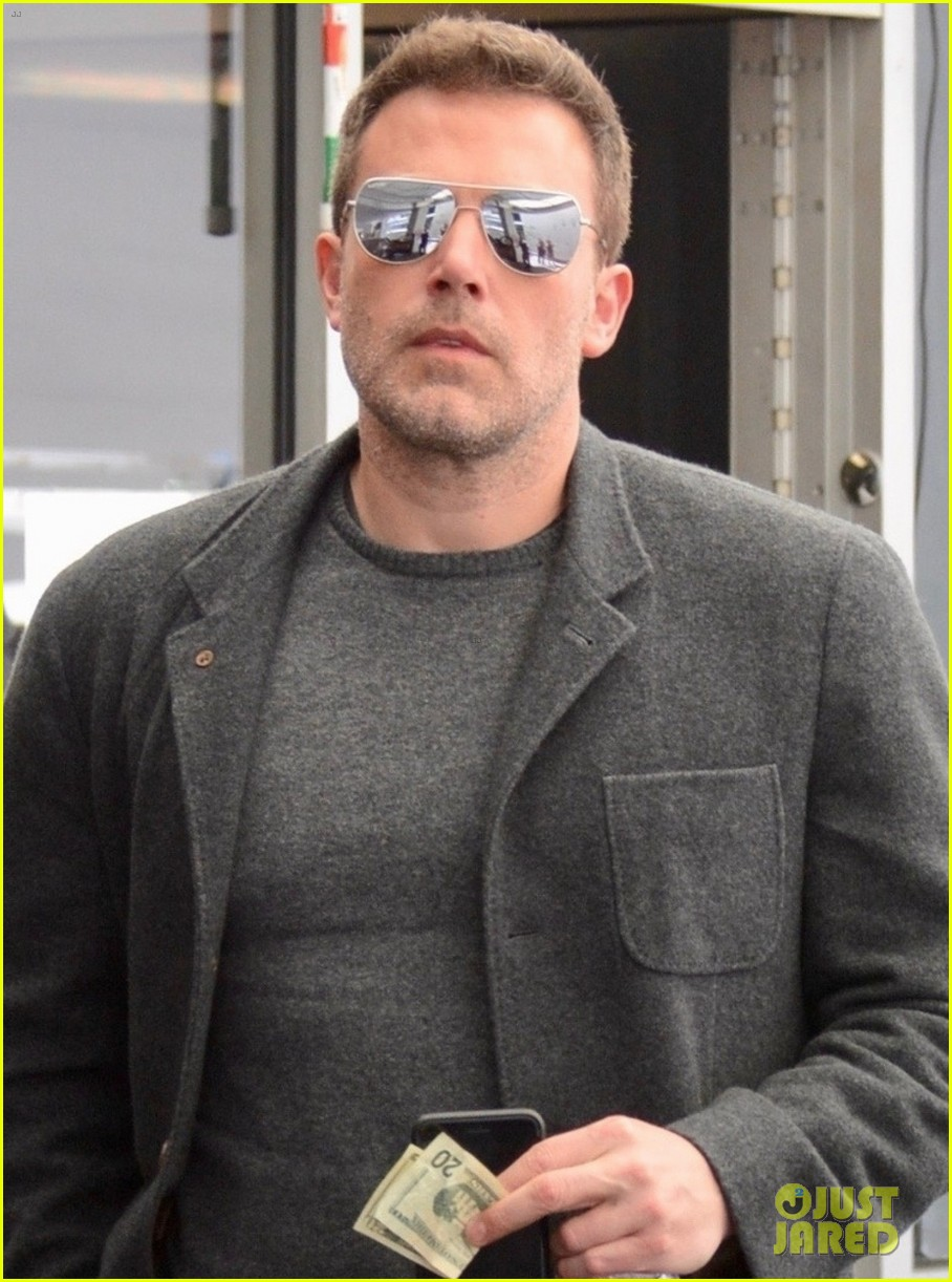 ben affleck hits up a spa in beverly hills 02