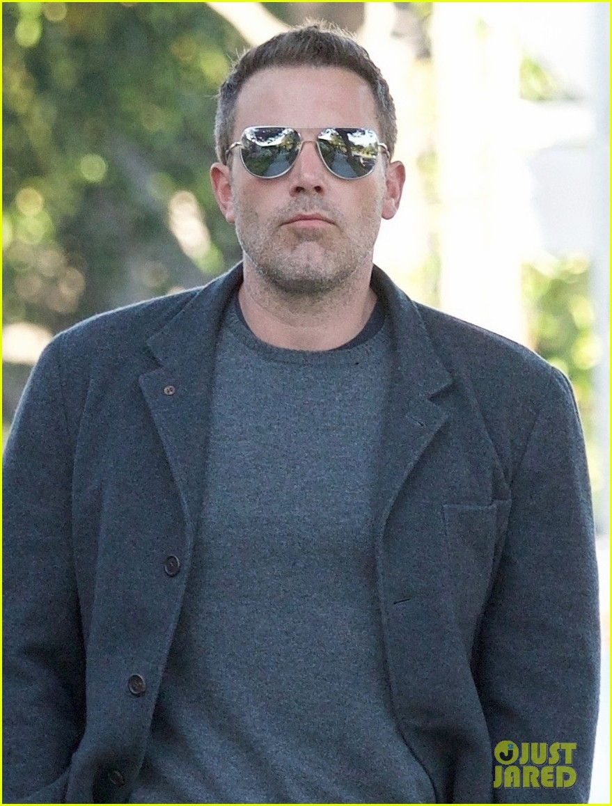 ben affleck hits up a spa in beverly hills 04