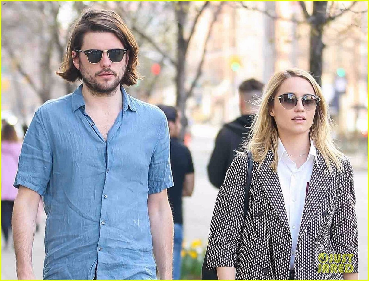 dianna agron and husband winston marshall take a stroll in nyc 04