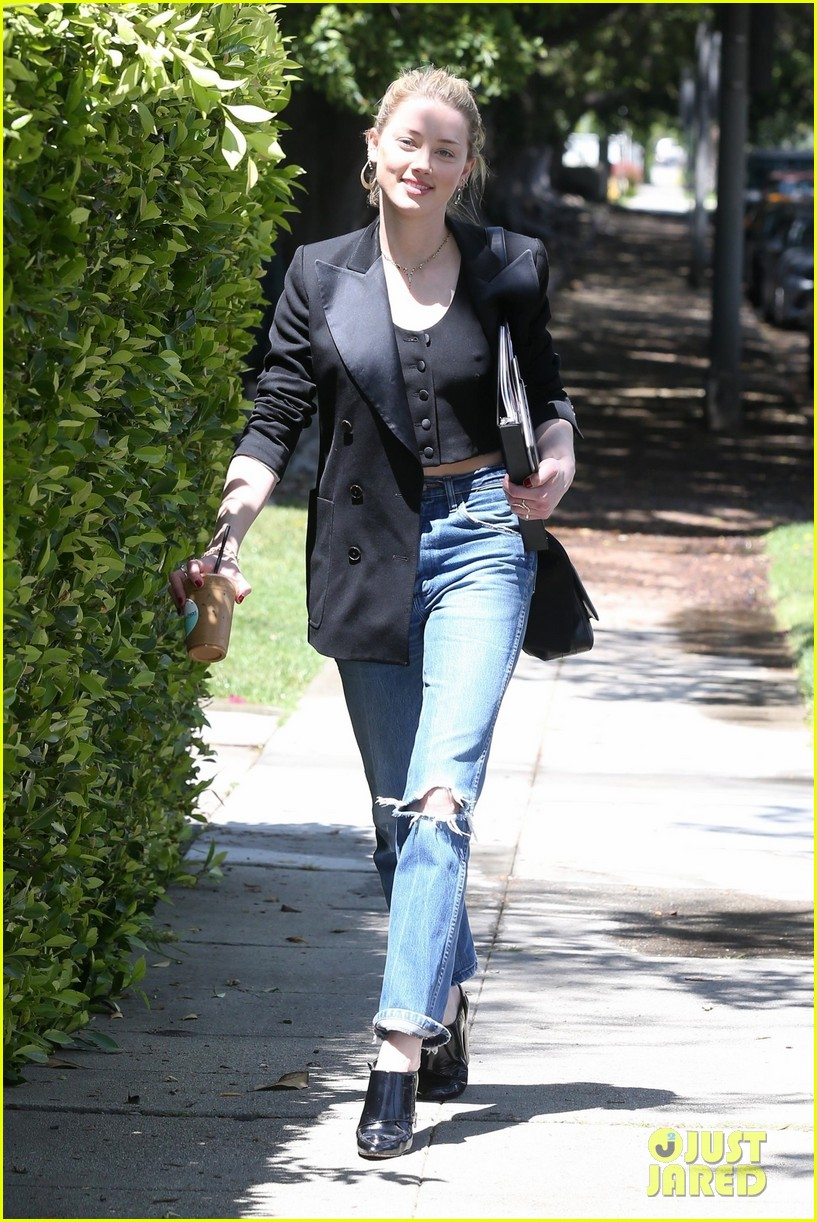 amber heard heads to business meeting in la 04