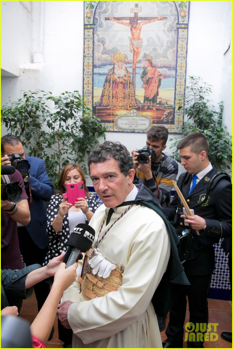 antonio banderas nicole kimpel step out during holy week in spain 04