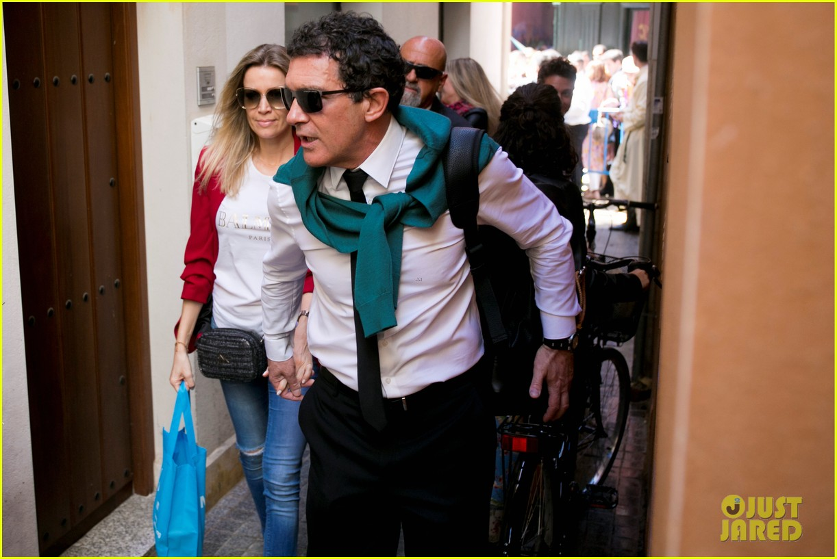 antonio banderas nicole kimpel step out during holy week in spain 12