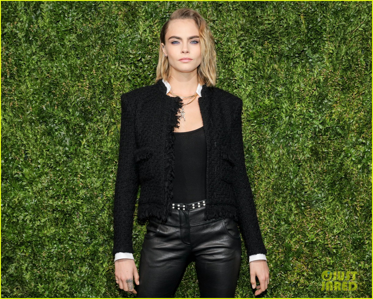 ashley benson and cara delevingne couple up for chanels tribeca film festival dinner 12